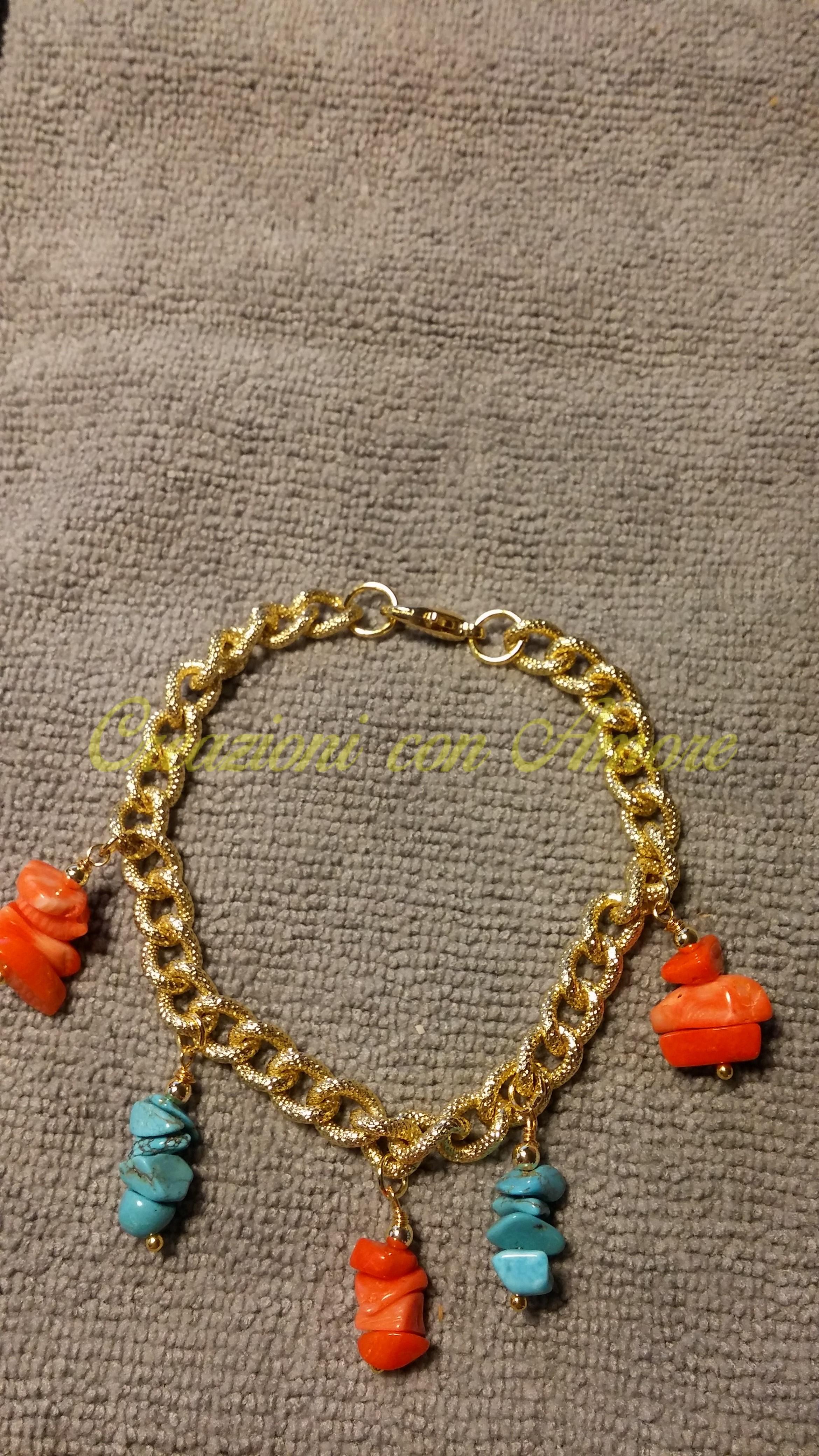 Bracciale catena d'orata maglia ovale pendenti corallo rosso e turchese